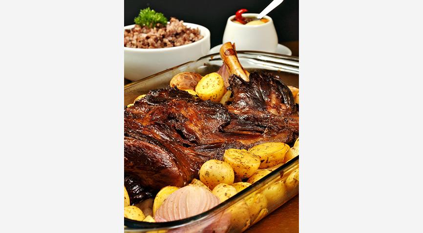 Comandado pelo chef e proprietário Marcelo Barcellos 8f210233a08fc